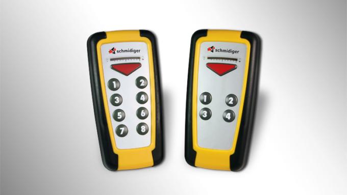 Den Funkhandsender der Funksteuerung Cobra 350 gibt es mit 9 oder 5 Tasten.