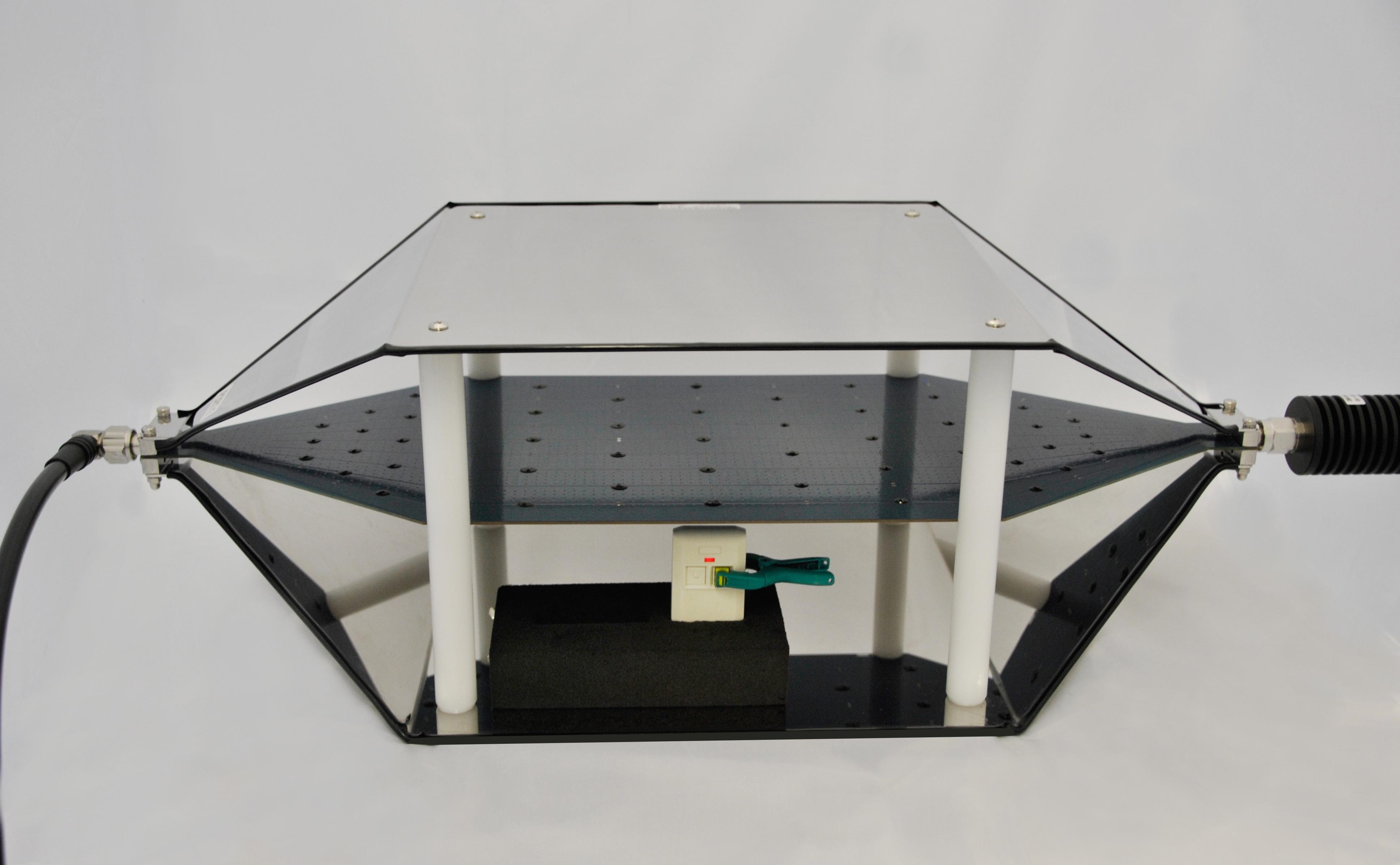 TEM-Zelle um gestrahlte Messungen durchzuführen, z. B. bei einem Funkhandsender.